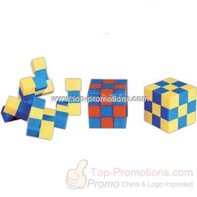 Plastic cube puzzle
