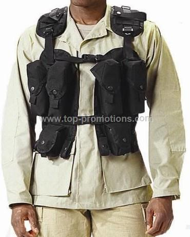 Deluxe - Black tactical assault vest with four mag