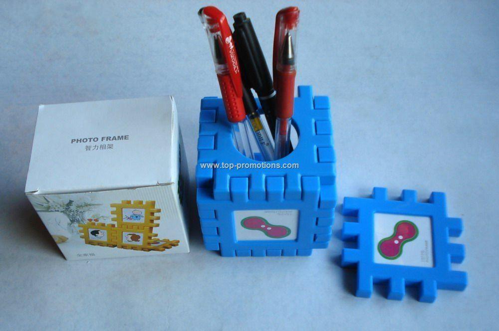 Puzzle pen holder