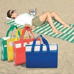 Deluxe folding beach mat