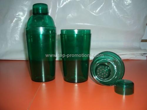 Plastic cocktail shaker