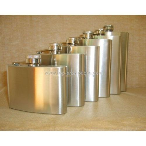Stainless steel hip flask with screw on lid
