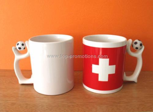 Ceramic mug with ball