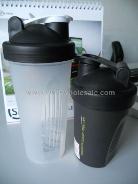 BPA Free Protein Shaker Plastic Shaker Bottle With Ball Blender